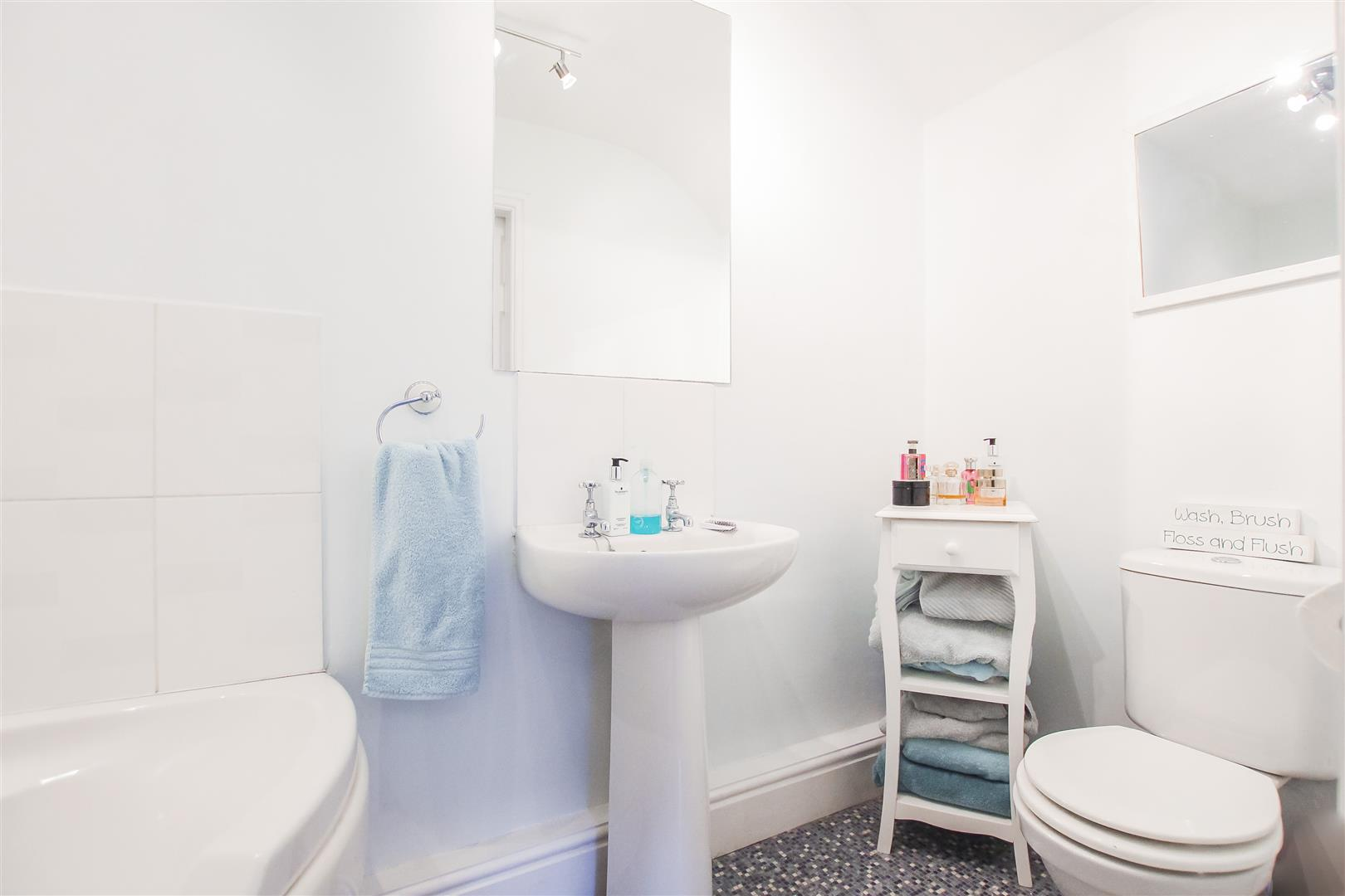 3 Bedroom Semi-detached House For Sale - En-Suite